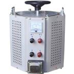 TDGC2J、TSGC2J系列接触式老型调压器 为机电工业第十四批节能产品 。 在调压 、温控 、调速 、调光 、功率控制等领域。应用十分广泛,调压器具有波形不失真、休积小、重量轻、效率高、使用方便、运行可靠等特点。TDGC2J、TSGC2J型调压器外形呈六边形,手柄为大手柄,属老型产品。